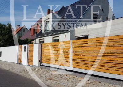 Alu Wood Fence Optimal rozwiązanie dla Klientów szukających praktycznych rozwiązań, panele imitują deski, jednak w przeciwieństwie do drewna nie wymagają impregnacji, cyklicznego malowania i nie opadają/ nie wykrzywiają się.