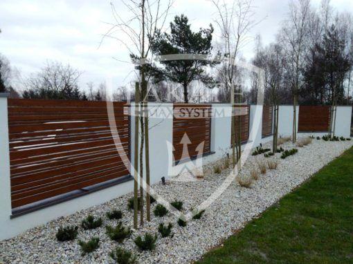 Piękny ogród potrzebuje pięknej oprawy, panele wood fence idealnie wkomponowały się w ten nietuzinkowy entourage