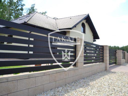 Nowoczesne ogrodzenie aluminiowe w połączeniu z murkami Joniec