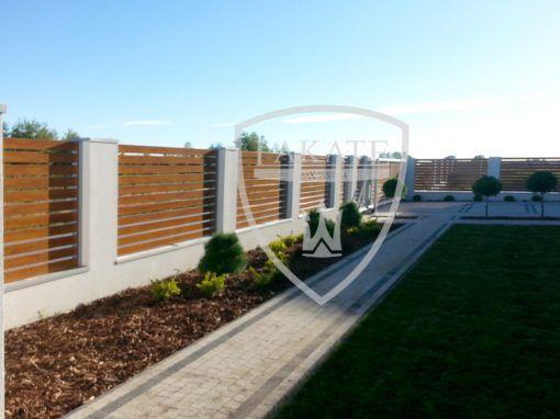 Widok od wewnętrznej strony ogrodzenia Profil Alu Fence Optimum
