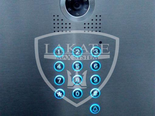 zamek szyfrowy umożliwiający otwieranie furtki kodem