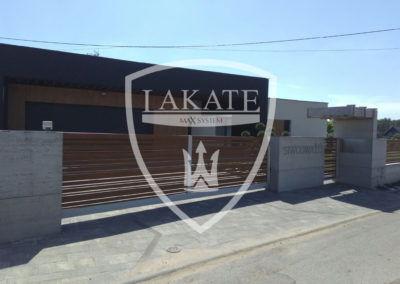 Ogrodzenie z betonu architektonicznego wraz aluminiowymi panelami wood fence