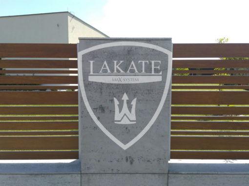 Ogrodzenie z betonu architektonicznego i aluminiowych paneli Alu Wood Fence